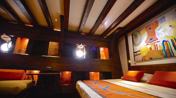 Le WAOW, bateau de croisière plongée luxe, navigue en Indonésie de Raja Ampat à Komodo. Cabine DELUXE double.