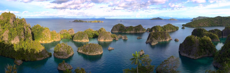 für ein einmaliges Erlebnis in Sache segeln, kreuzen und tauchen in Indonesien mit dem liveaboard Phinisi Segler MSY WAOW zu mythischen und abgelegenen Tauchplätzen im Korallendreieck - PENEMU lookout