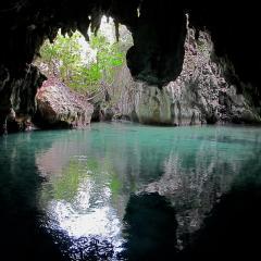 Phinisi Pinisi bateau de plongée et voilier WAOW à Misool en Indonésie grottes de Tomolo