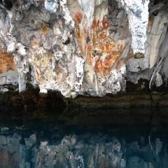 Phinisi Pinisi bateau de plongée et voilier WAOW à Misool en Indonésie Peintures rupestres Cave paintings