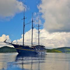 Segeln mit mit dem Pinisi Tauchschiff und Segelboot MSY WAOW in RajaAmpat, Penemu, Dampier Strait, Misool Lagunen